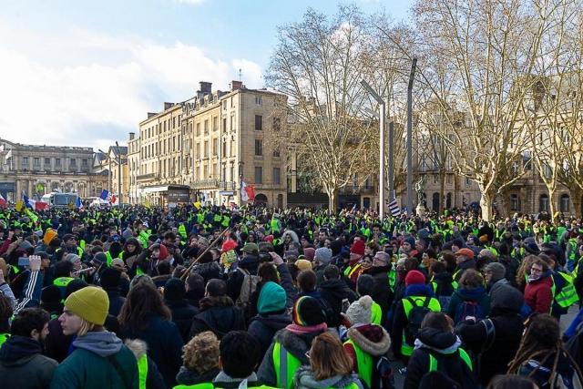 «Желтые жилеты» на улицах Парижа
