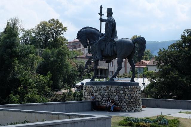 Памятник царю Картли и Кахети Ираклию II (из кахетинской ветви Багратионов) в Телави