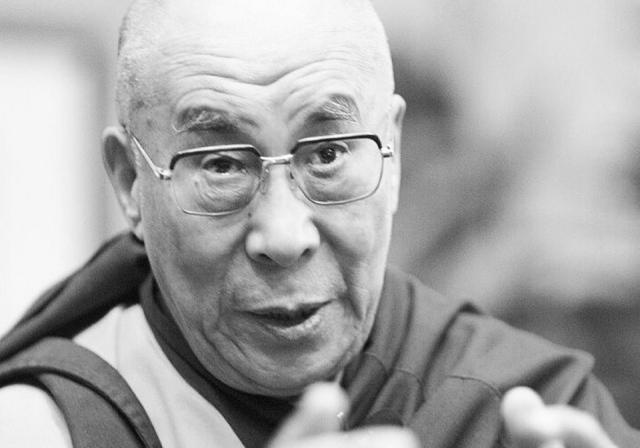 Далай-лама пообещал переродиться в Индии