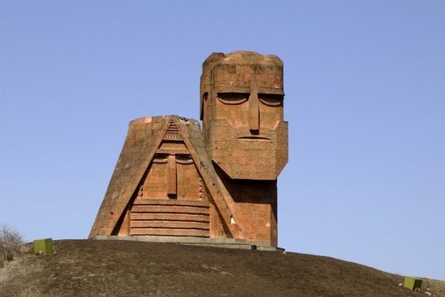 Памятник «Мы — наши горы». Нагорный Карабах