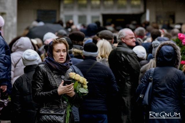 Церемония прощания с Юлией Началовой на Троекуровском кладбище