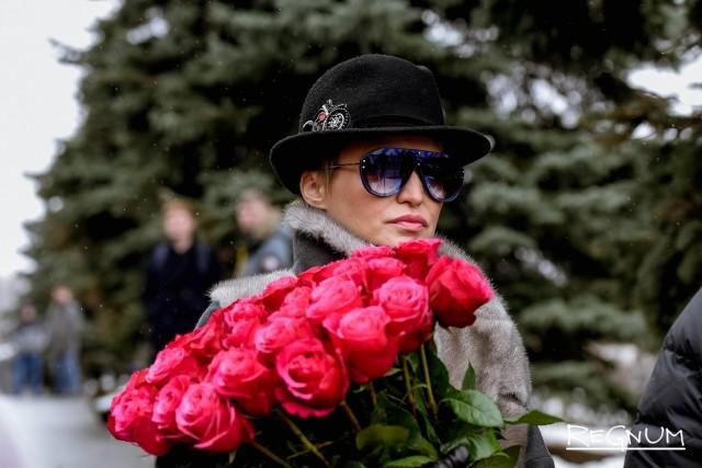 Катя Лель на церемонии прощания с Юлией Началовой
