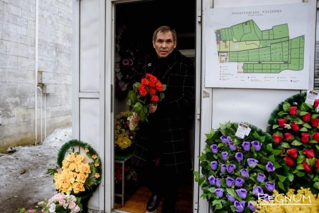 Бари Алибасов на церемонии прощания с Юлией Началовой