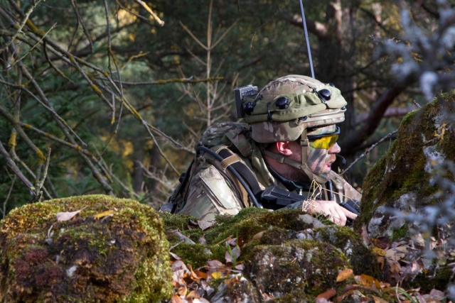 Датский солдат в ходе штатных учений НАТО