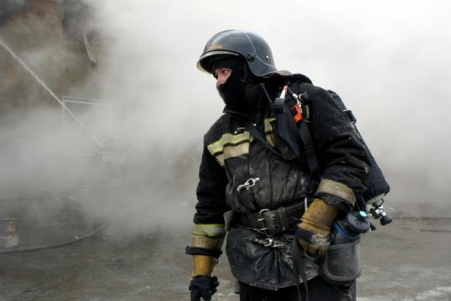 Локализован пожар в строящемся павильоне на рынке в Уссурийске