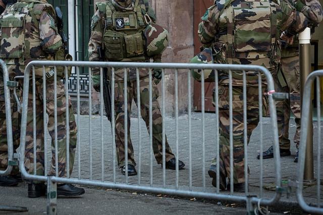 Эдуард Лимонов: Армия брошена на улицы против «жёлтых жилетов»