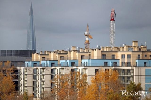 «Нам не нужно столько жилья». Петербург не успевает строить соцобъекты