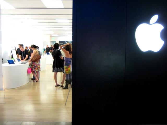 Apple представила собственный платёжный сервис Apple Card