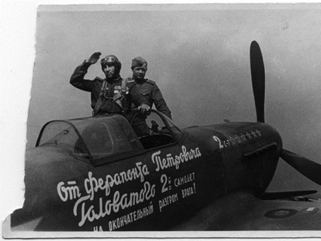 Еремин и его механик Зуев перед вылетом на летный Парад Победы. Август 1945