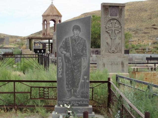 Памятник погибшему солдату