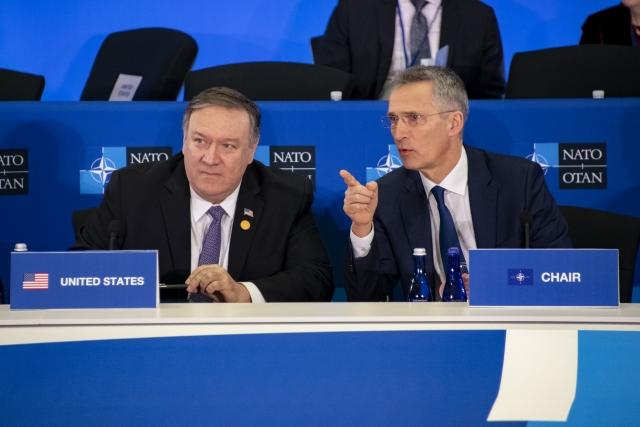 Майк Помпео и Йенс Столтенберг на заседании министров иностранных дел стран НАТО в Вашингтоне