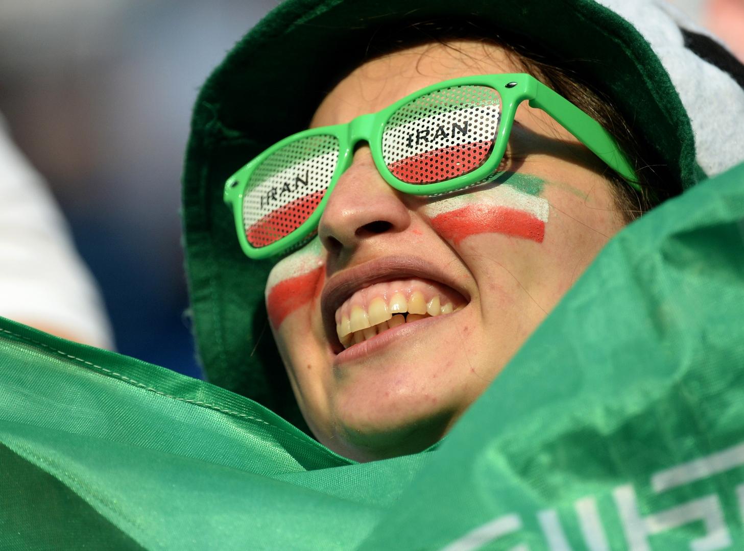 Болельщики сборной Ирана во время  матча  между сборными командами Марокко и Иран