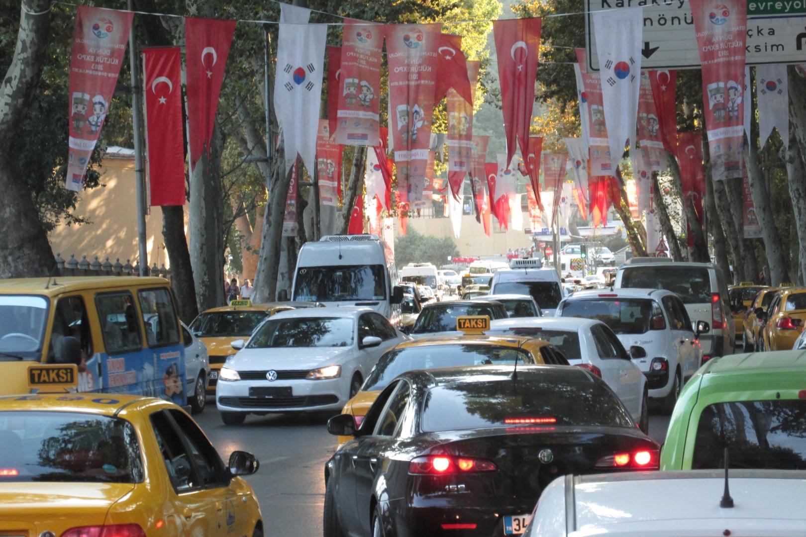 Автомобильное движение. Стамбул, Турция