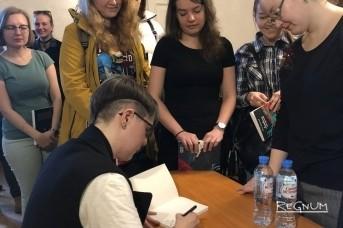 Юлия Никитина на презентации своего комикса
