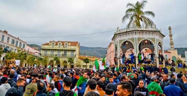 Алжирцы встретили «временного президента» новыми акциями протеста