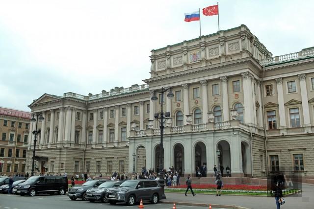 Петербургские депутаты отправили в Госдуму свой проект закона о реновации