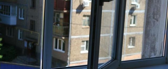 В Калуге ребёнок выпал из окна восьмого этажа жилого дома