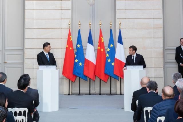 Си Цзиньпин во время визита во Францию