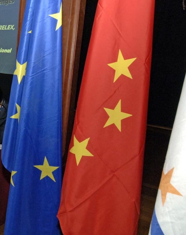 Флаги ЕС и Китая