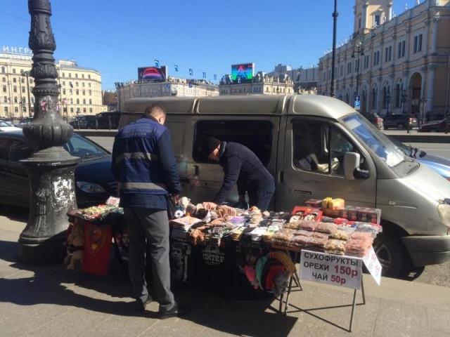 Центр Петербурга «зачищают» от незаконных лотошников