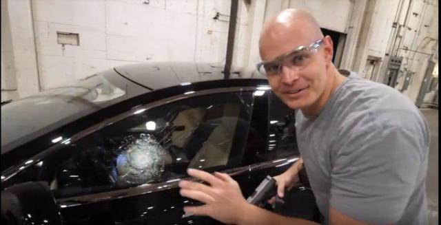 Блогер протестировал бронированный электромобиль Tesla Model S