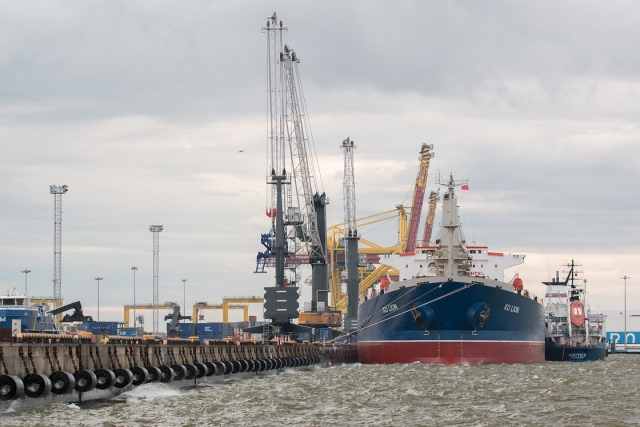 Порты: Усть-Луга теряет контейнеры на фоне общего роста на Балтике