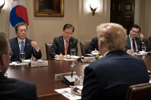 Мун Чжэ Ин побывал с визитом в Вашингтоне