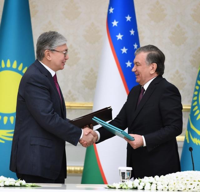 В ходе госвизита Токаева в Ташкент подписано около 10 документов