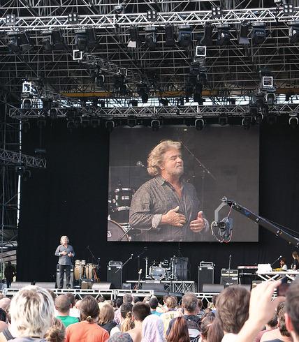 Беппе Грилло 25 сентября 2010 года на концерте «Вудсток Пяти звёзд» в Чезене