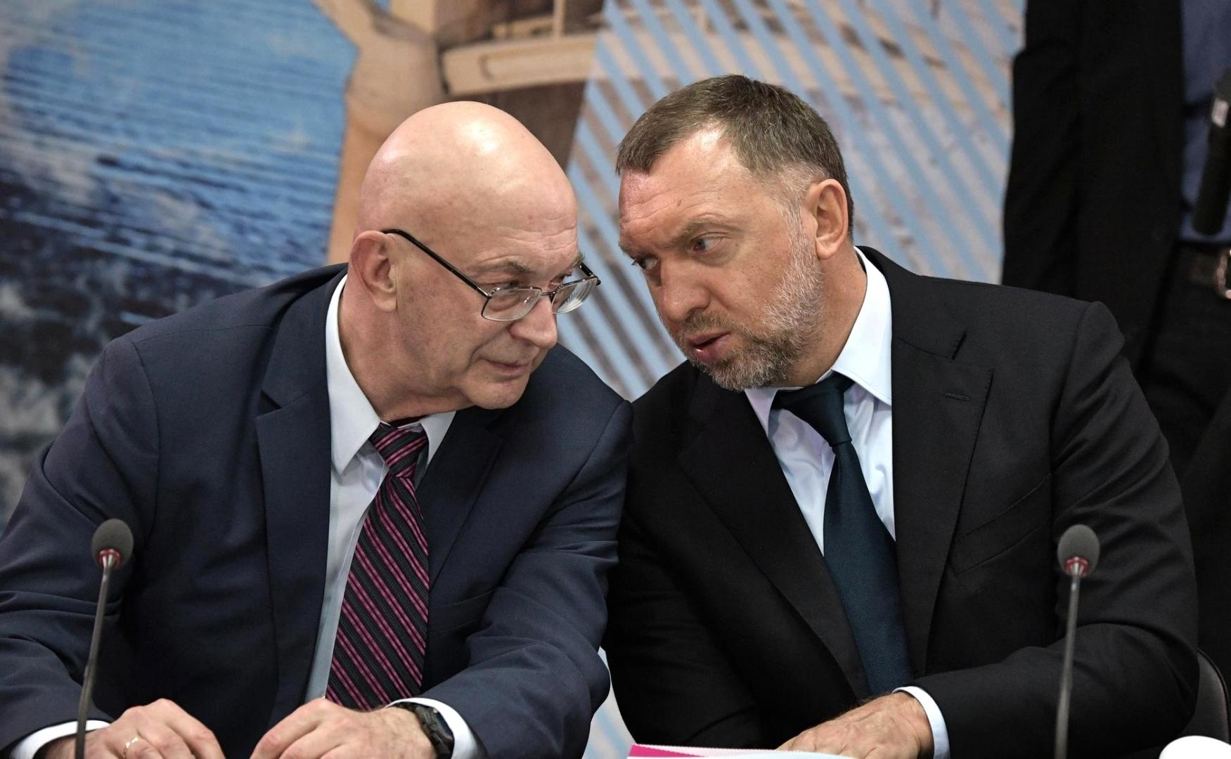 Олег Дерипаска (справа)