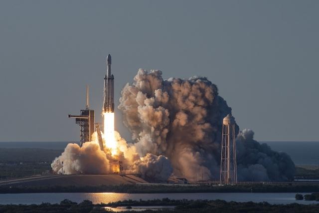 Ракета-носитель Falcon выводит на орбиту спутник Саудовской Аравии  Arabsat 6A