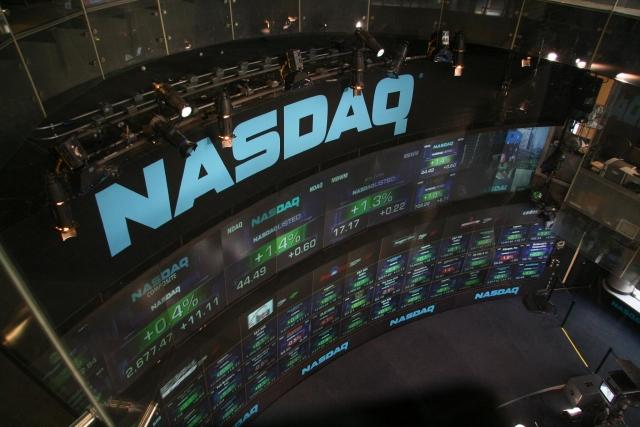 Уолл-стрит падает: Nasdaq не удержался на 8000 пунктов