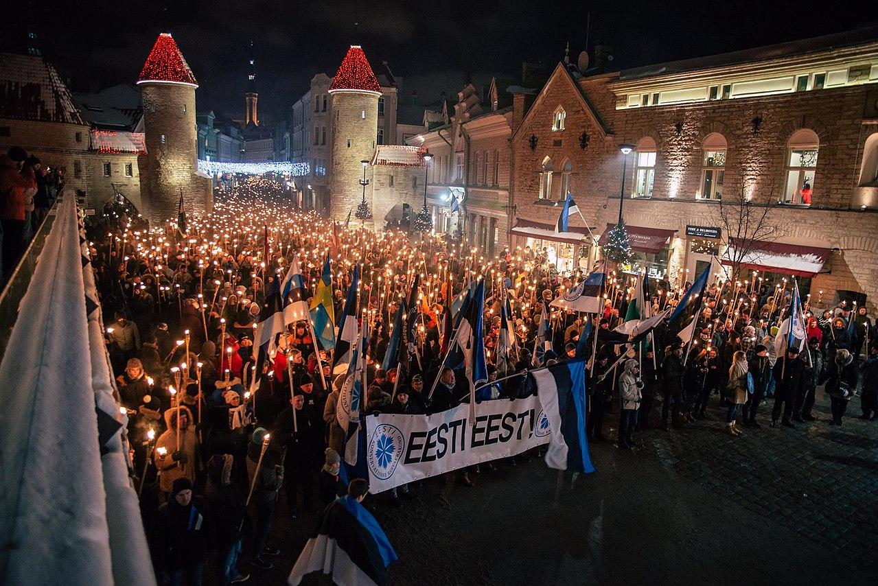 Эстонские националисты на ежегодном марше по Старому городу Таллинна. 2018