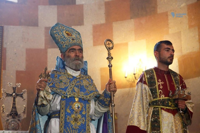Арцах встретил Пасху церковной службой и народными гуляниями