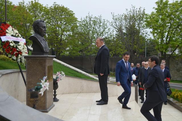 Глава Адыгеи почтил память посла РФ в Турции Андрея Карлова
