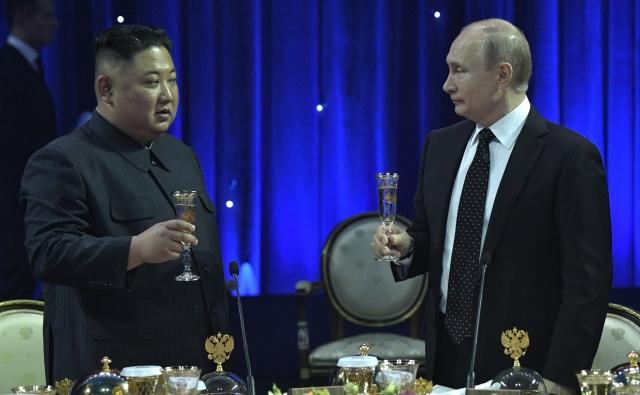 Владимир Путин и Ким Чен Ын обменялись холодным оружием