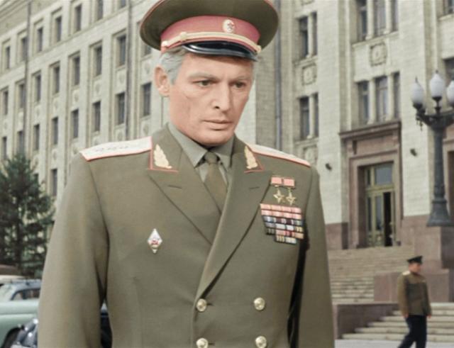 Заслуженная награда актеру и гражданину: Василий Лановой стал Героем Труда