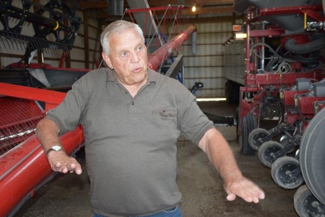 Джо Гуд показывает свою технику и объясняет особенности применяемых на его ферме технологий