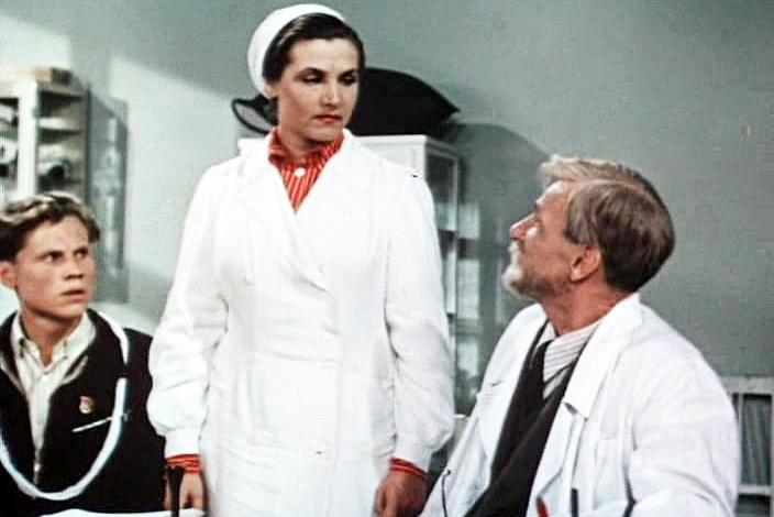 Тамара Макарова в роли молодого врача