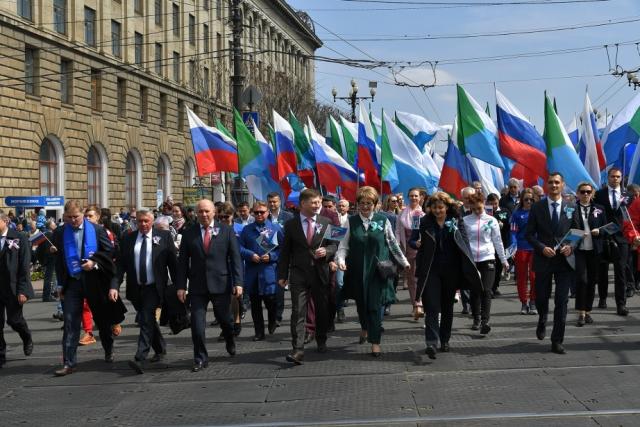 35 тыс. жителей Хабаровска прошли в колоннах на Первомай