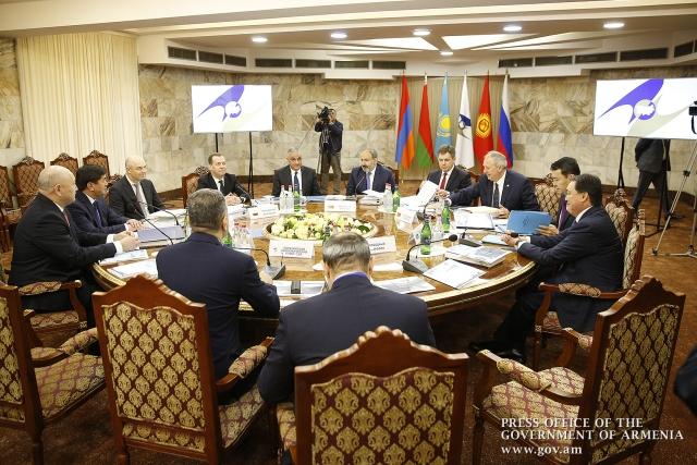 Диалог Пашиняна и Медведева «остатки системы» превратили в инцидент