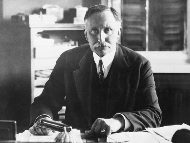 Карл Ха́усхофер — немецкий географ и социолог, основоположник германской школы геополитики