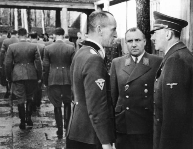 Личного секретаря Гитлера подозревают в работе на советскую разведку