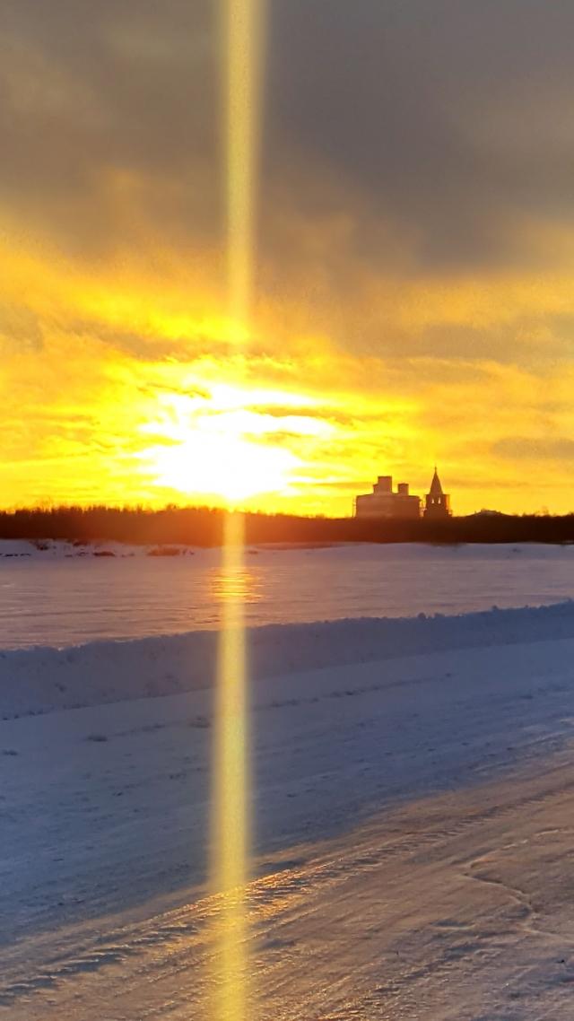 Северная Двина у Холмогор зимой на закате