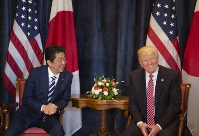Трамп провел «очень хороший разговор» с Синдзо Абэ