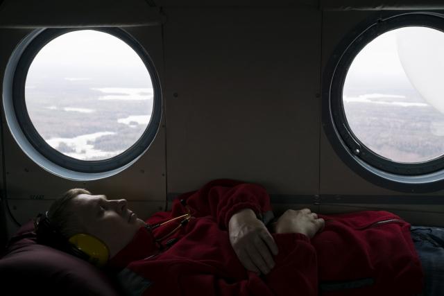 Пока на борту нет пациентов, бригада старается хоть немного поспать