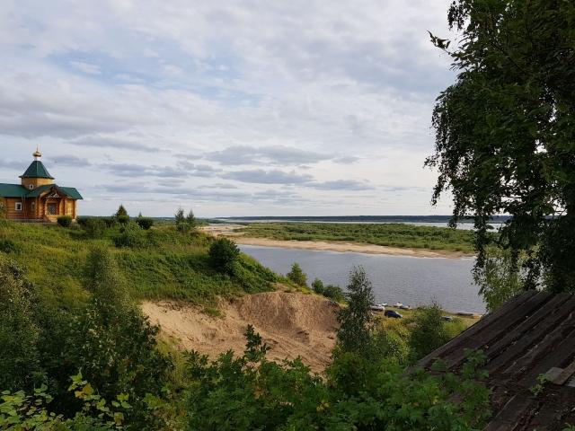 Вид на Северную Двину с высокого правого берега в селе Верхняя Тойма