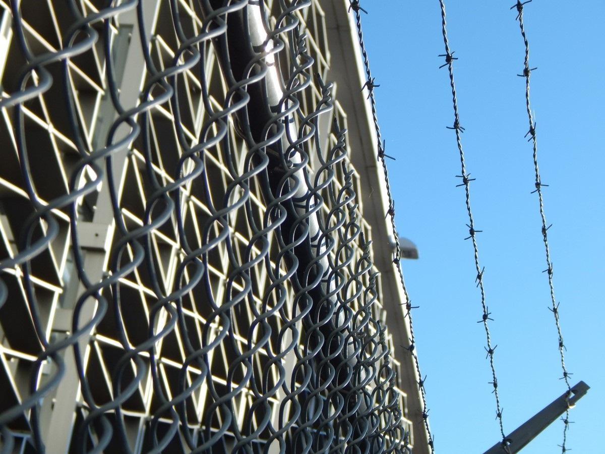 Главный редактор WikiLeaks посетил находящегося в тюрьме Ассанжа