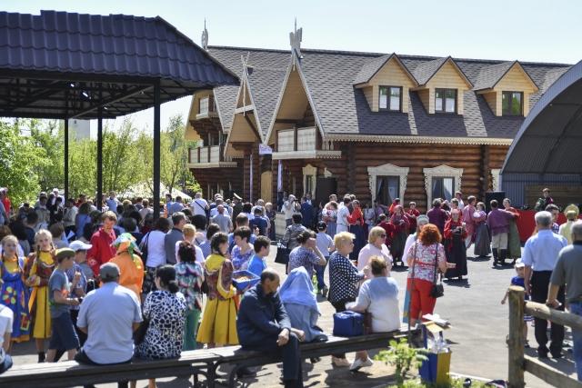В День Победы в Саратовской этно-деревне открылось «Русское подворье»