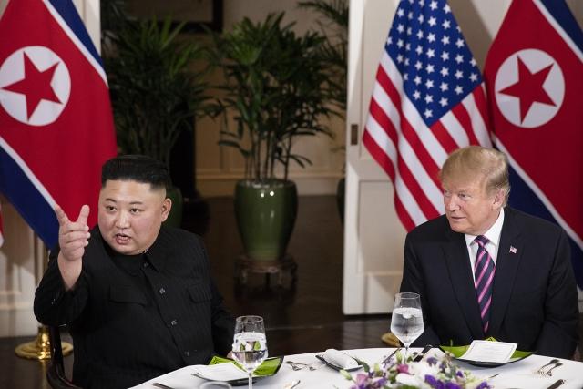 Ким Чен Ын и Дональд Трамп на саммите в Ханое